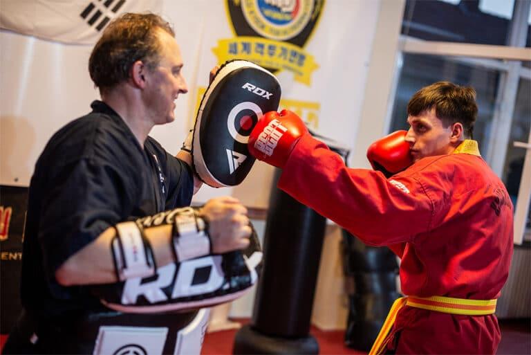 Kampfsport In Unna - Pratzentechnik