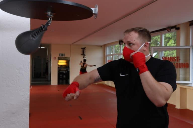Kick-Thai Boxing - Boxtraining an der Birne