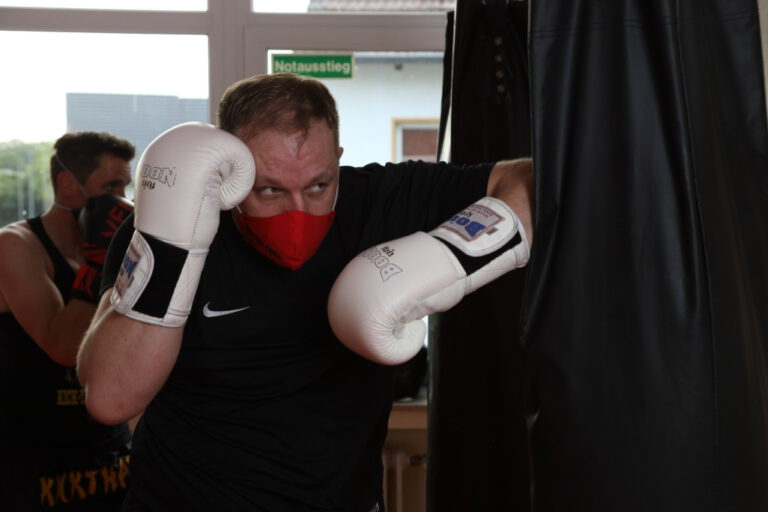 Kick-Thai Boxing - Elenbogen
