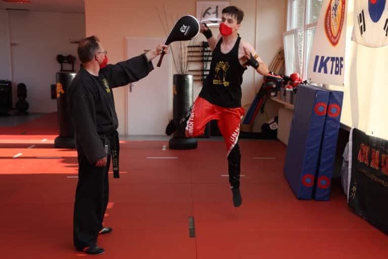 Kick-Thai Boxing - Pratzentraining