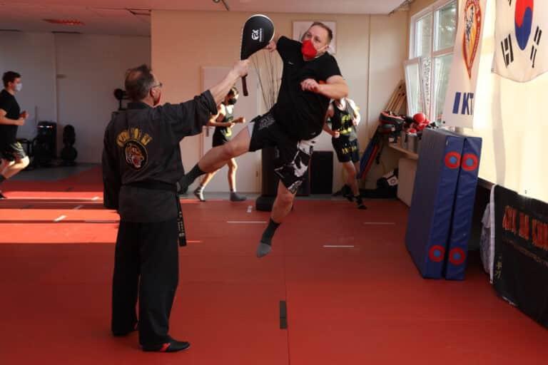 Kick-Thai Boxing - Sprungschlag
